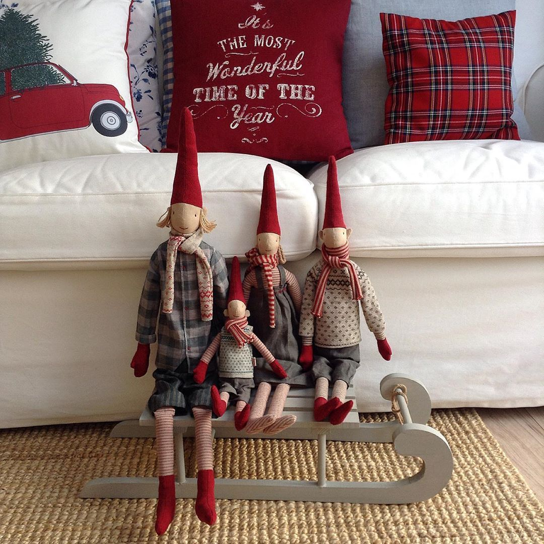 Festive Maileg pixies #maileg #mailegpixies #maileglove #feelingfestive #festive... #christmasdecor #christmashomedecor #christmasmagic #cosyhome #cushionlove #feelingfestive #festive