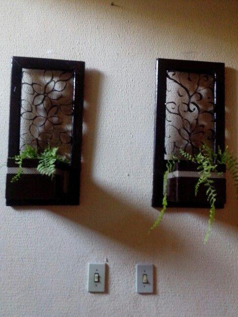 Floreira decorada com arabescos feitos de rolinhos de papel higienicos