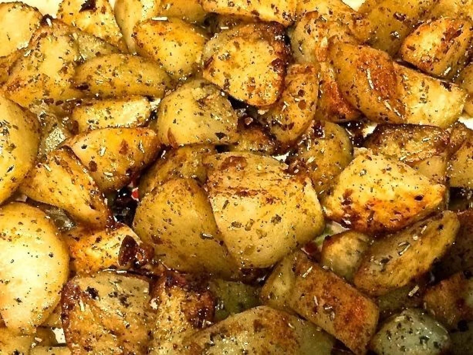Classic Oven Roasted Potatoes with Garlic and Rosemary #russetpotatorecipes