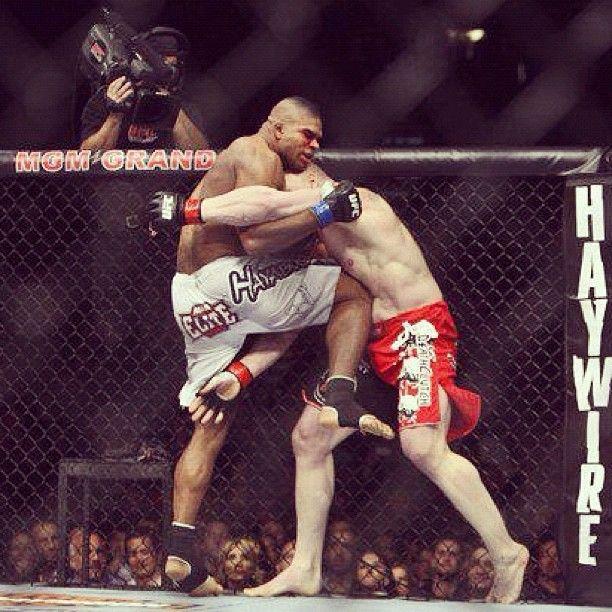 """""""Uberknee vs Brock! #UFC 141 #MMA #Vegas"""""""