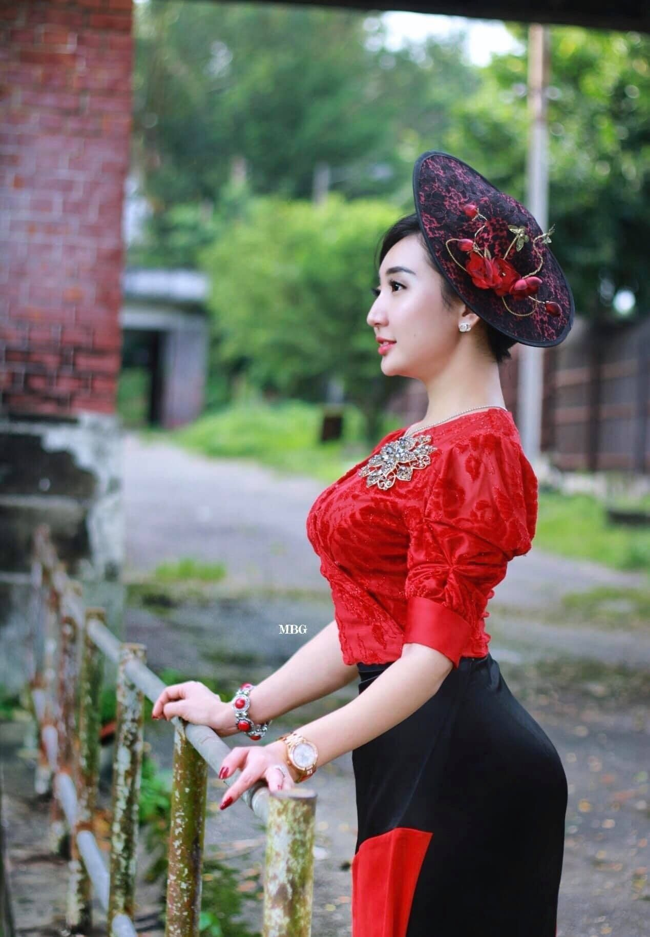 Ma Aye Thaung Beautiful Portraits Photos in Myanmar Outfit
