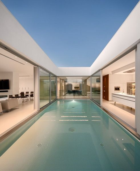 Huge Pool In The Middle Of The House Architecture Modern Architecture Architecture House