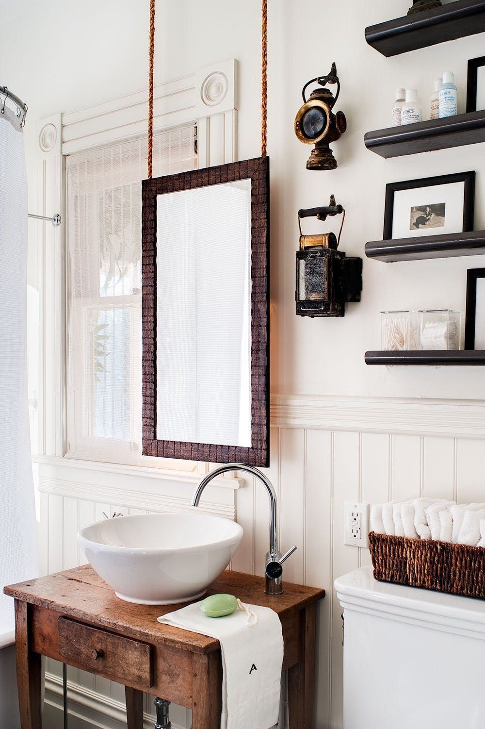 This cozy bathroom would certainly lean more rustic if not for the