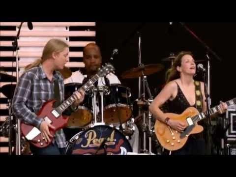 Derek Trucks & Susan Tedeschi - Little By Little (LIVE) - YouTube