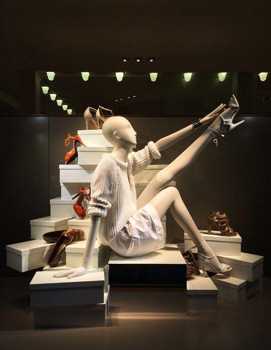 new concept 7aedd cd31a Negozi di scarpe, 20 idee vetrina con manichini | vetrin ...