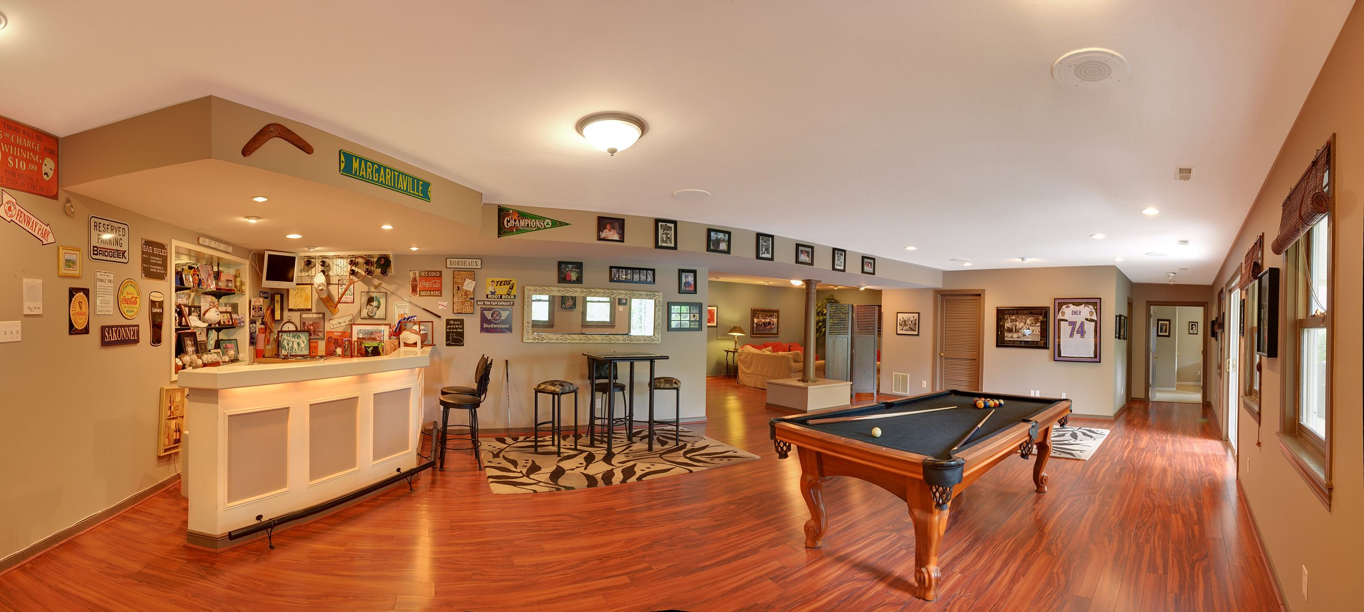 Recreation room with wet bar and media room Dream house