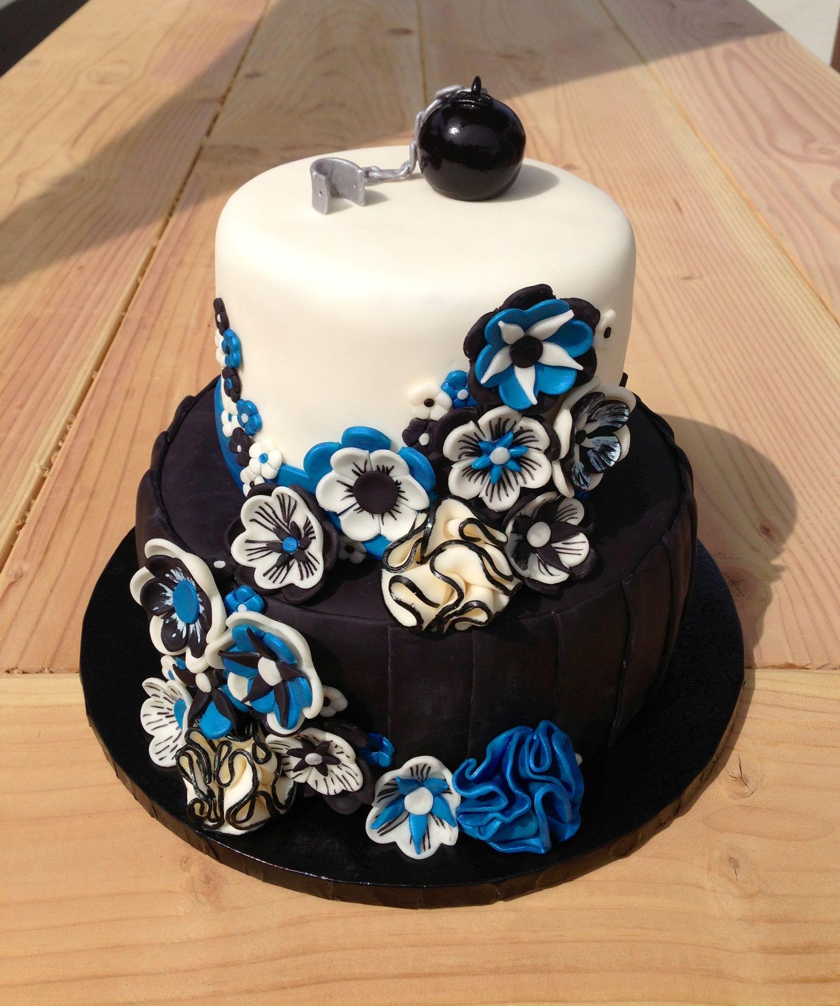 Blue and black wedding decor  Black white and blue wedding cake  Wedding Ideas  Pinterest