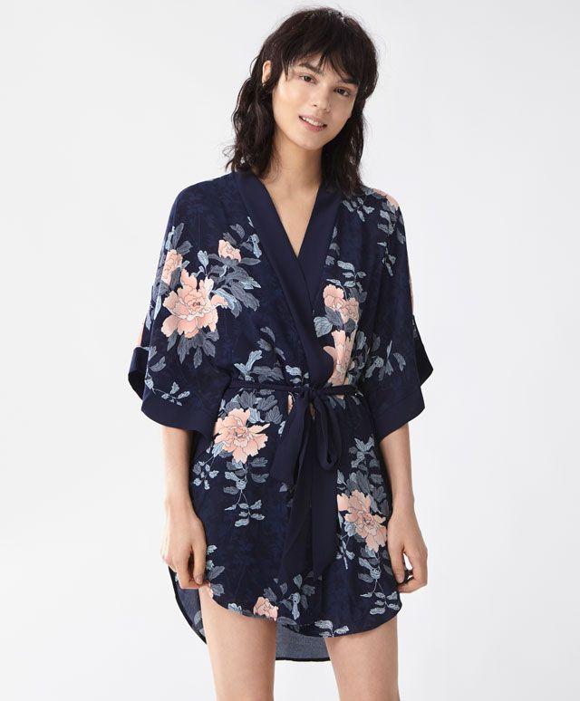robe de chambre kimono nouveaut s tendances printemps t 2017 en mode femme chez oysho. Black Bedroom Furniture Sets. Home Design Ideas