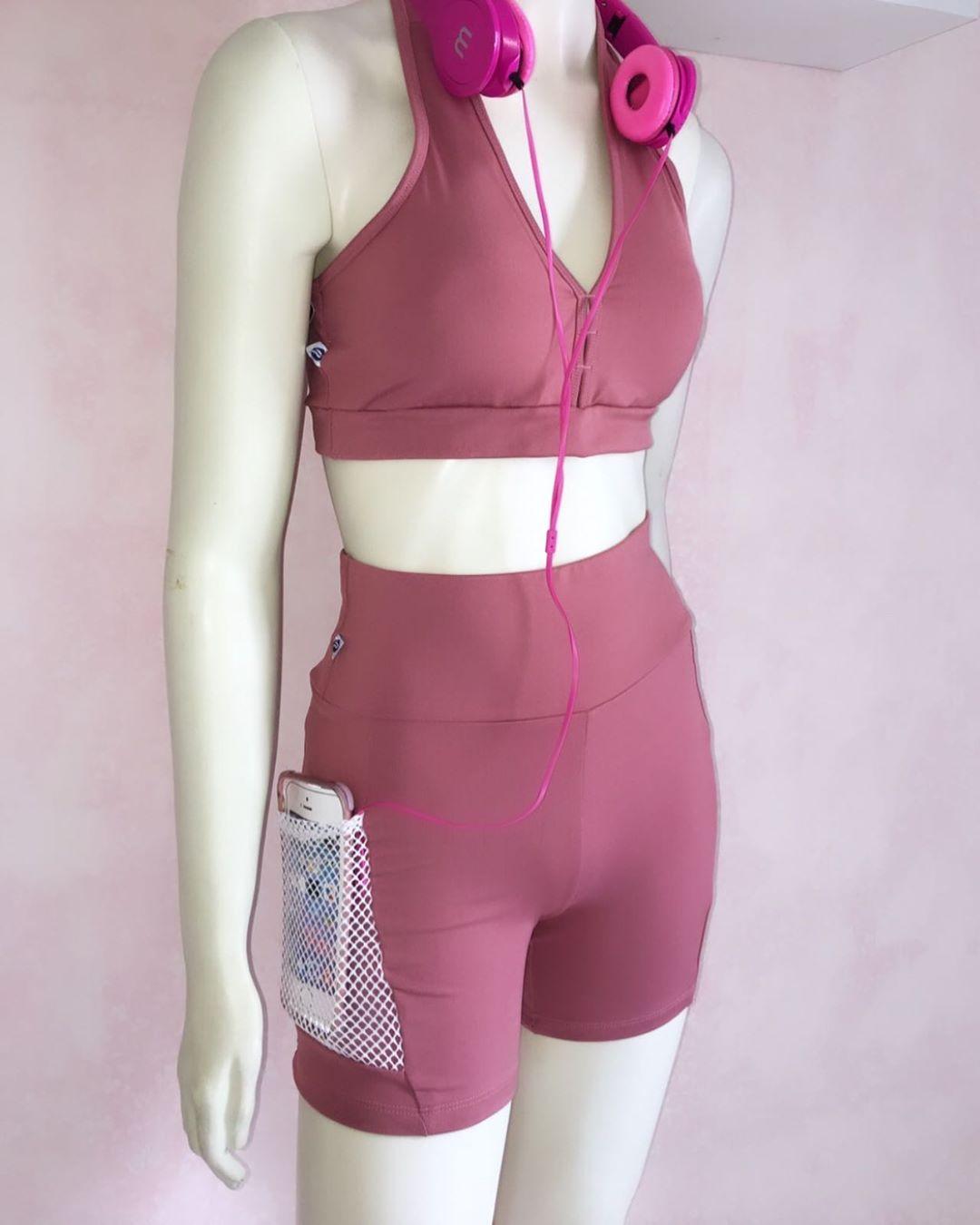 Conjuntinho lindo de short com bolso e top com bojo. ❤️ R$49,99 à vista . . #modafitness #lookfitnes...