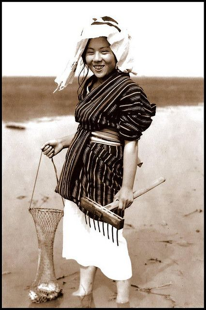 the smiling clam digger of old japan 古い写真 ヴィンテージフォト 古写真