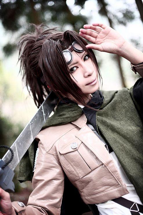 Shingeki no kyojin titan cosplay