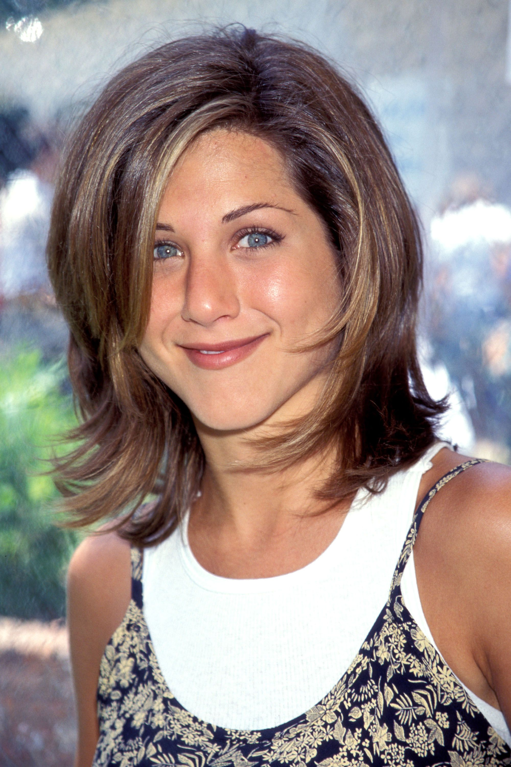 On The Tonight Show With Jay Leno Jennifer Aniston Sported A Slanted Side Part And