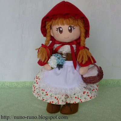 Complete felt doll pattern(s) and instructions including face, hair, and clothes (even undergarments!) via Nuno life. Broken down into convenient chunks; click on the Doll label to see all the segments in this tutorial.