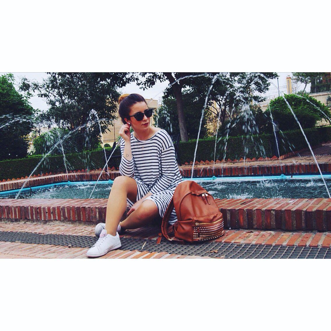 HAWKERS MOLA!  Un post con bastante aire universitario.  Una película de estreno y mucho más. Te espero en el blog. Link in bio   Feliz Viernes!  #blog #blogger #hawkers #hawkersco #university #fashion #trend #stilissmo #top #friday