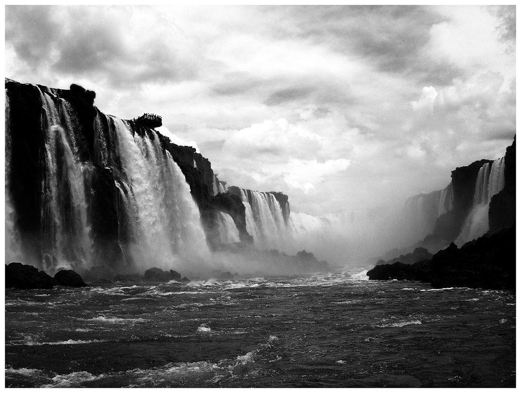 мнение, черно белые картинки водопад поиск обоев