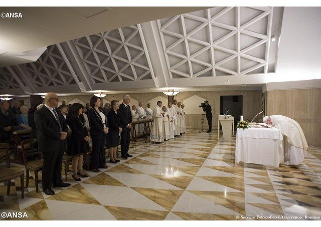 Papa: La guerra es una vergüenza, en Asís rezaremos al Dios de la paz - Radio Vaticano