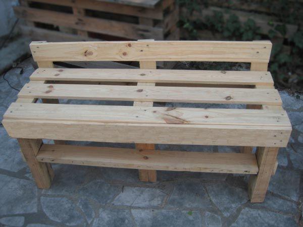 petit banc | palettes utilisées dans un jardin | pinterest
