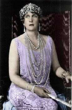 Queen Ena - 1919 - Roaring 1920's Fashion Icon - Curves were out, skin was in, pearls were long and draped over chests made as flat as possible