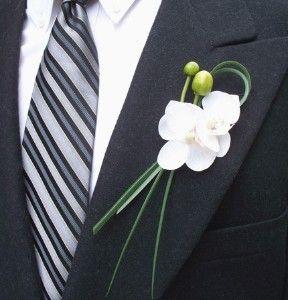 White Orchid Boutonniere Review At Kaboodle Blumenstrauss Hochzeit Anstecker Hochzeit Braut Blumen