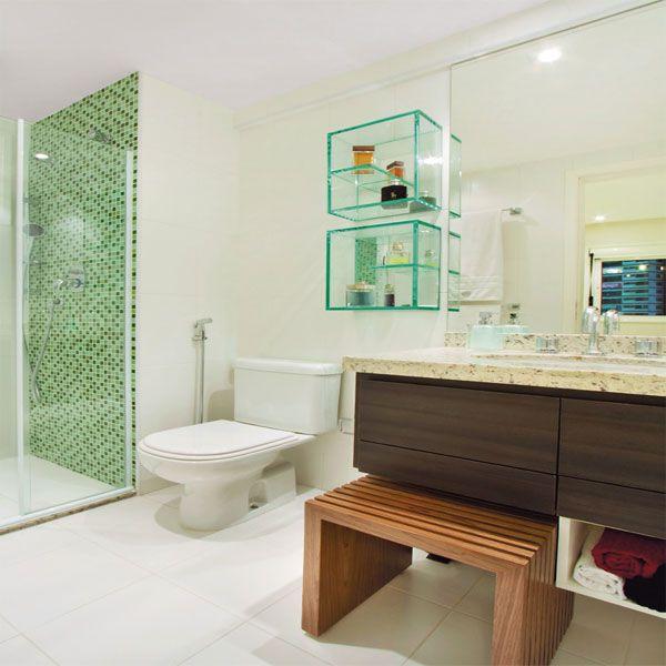 Banheiro pequeno pede um projeto de móveis planejados  Pastilhas, Banheiros  -> Fotos De Decoracao De Banheiro Pequeno Com Pastilhas
