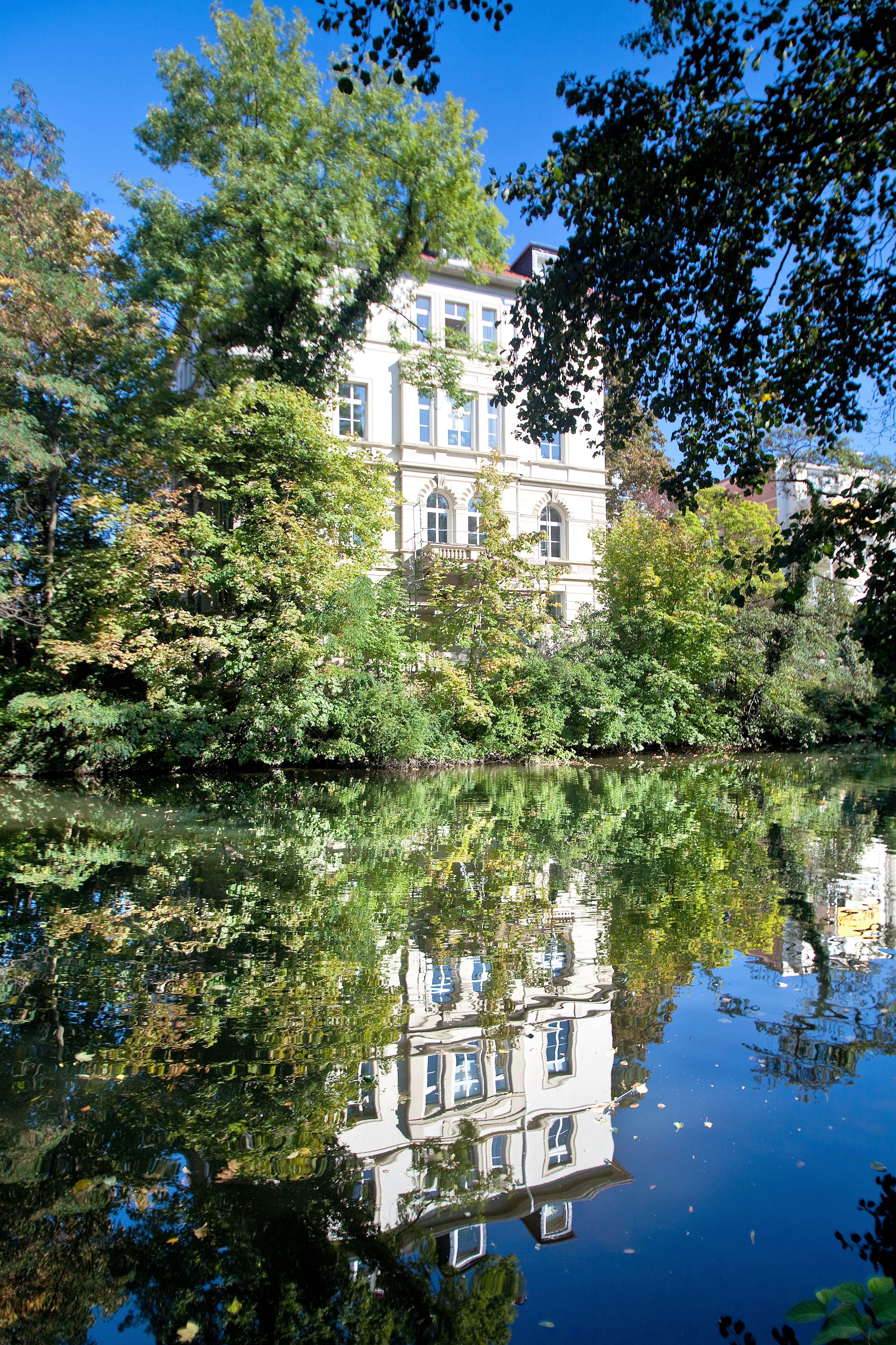 Braunschweigs Schonste Ecken Konnen Vom Wasser Aus Entdeckt Werden Die Oker Bietet Ein Tolles Ausflugsziel Fur Jung Und Alt Ausflugsziele Ausflug Braunschweig