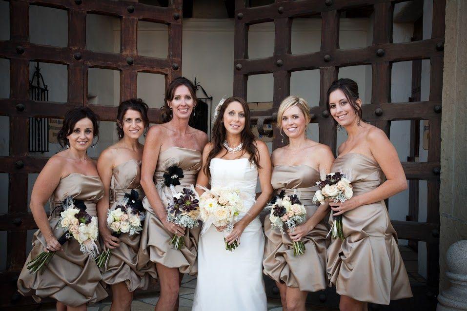 Bride and her bridesmaids #felicievents #bronzebridesmaidsdresses #bridesmaidsdresses #bridesmaids