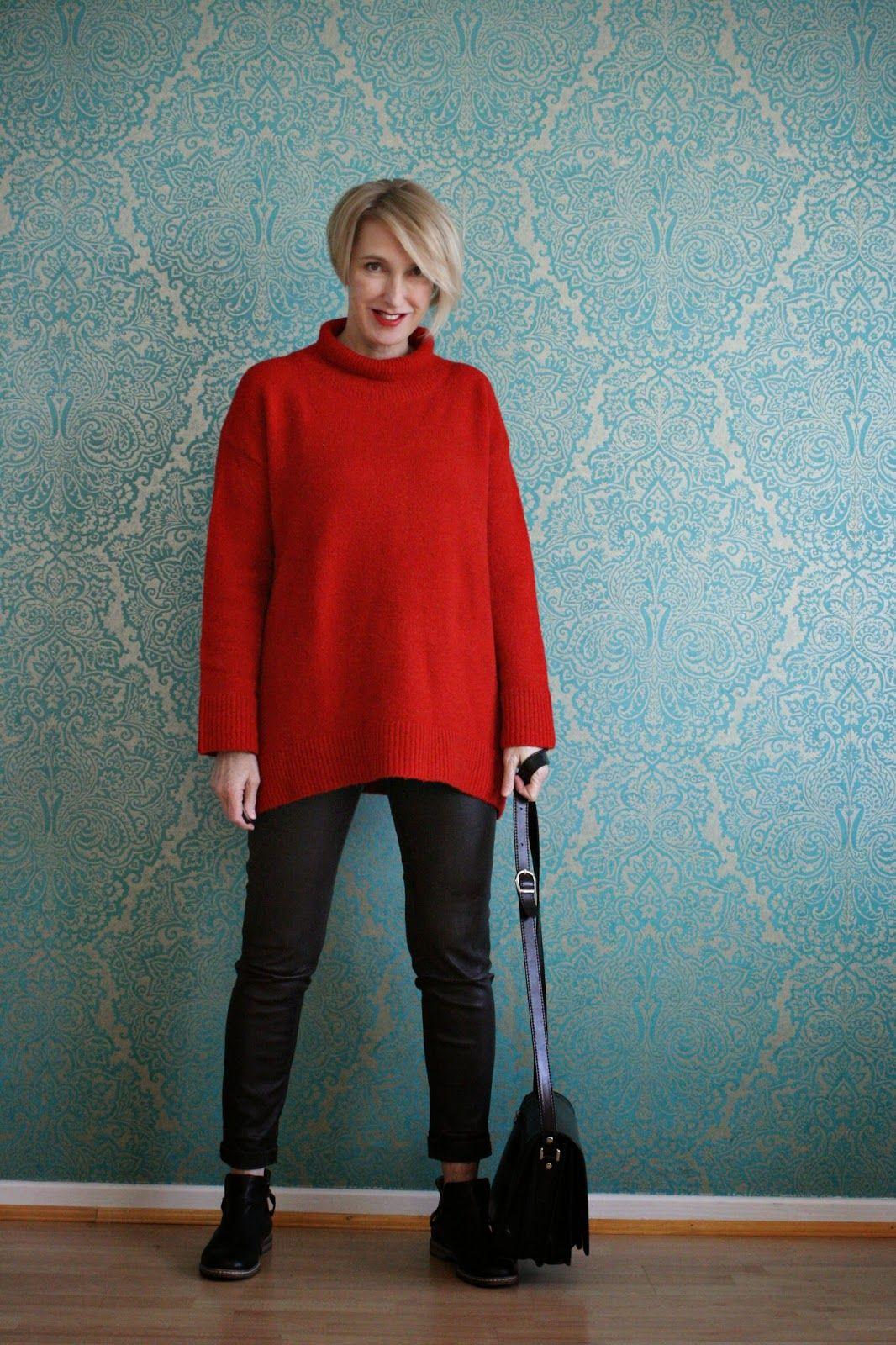 Outfit mit dickem Pullover und Lederleggings