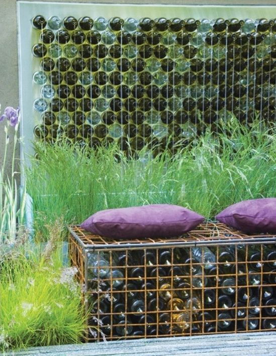 wanddeko garten und diy gartenbank aus flaschen - Gartenbank Mit Sichtschutz
