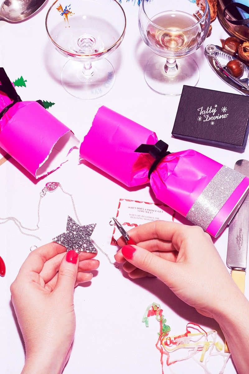 Tatty devine deluxe christmas crackers make your own jewellery tatty devine deluxe christmas crackers make your own jewellery solutioingenieria Image collections