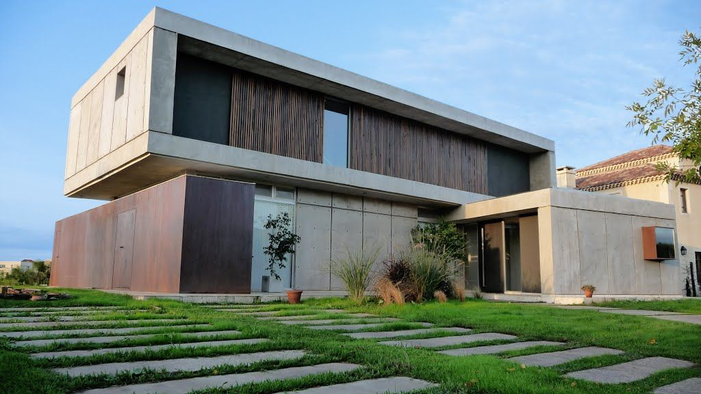 Casa minimalista hormig n visto acero corten for Casa moderna hormigon