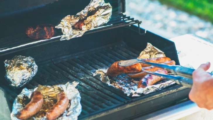aluminum foil 5 other common kitchen items that are toxic when used to cook don t even think about putting aluminum foil near your grill before reading