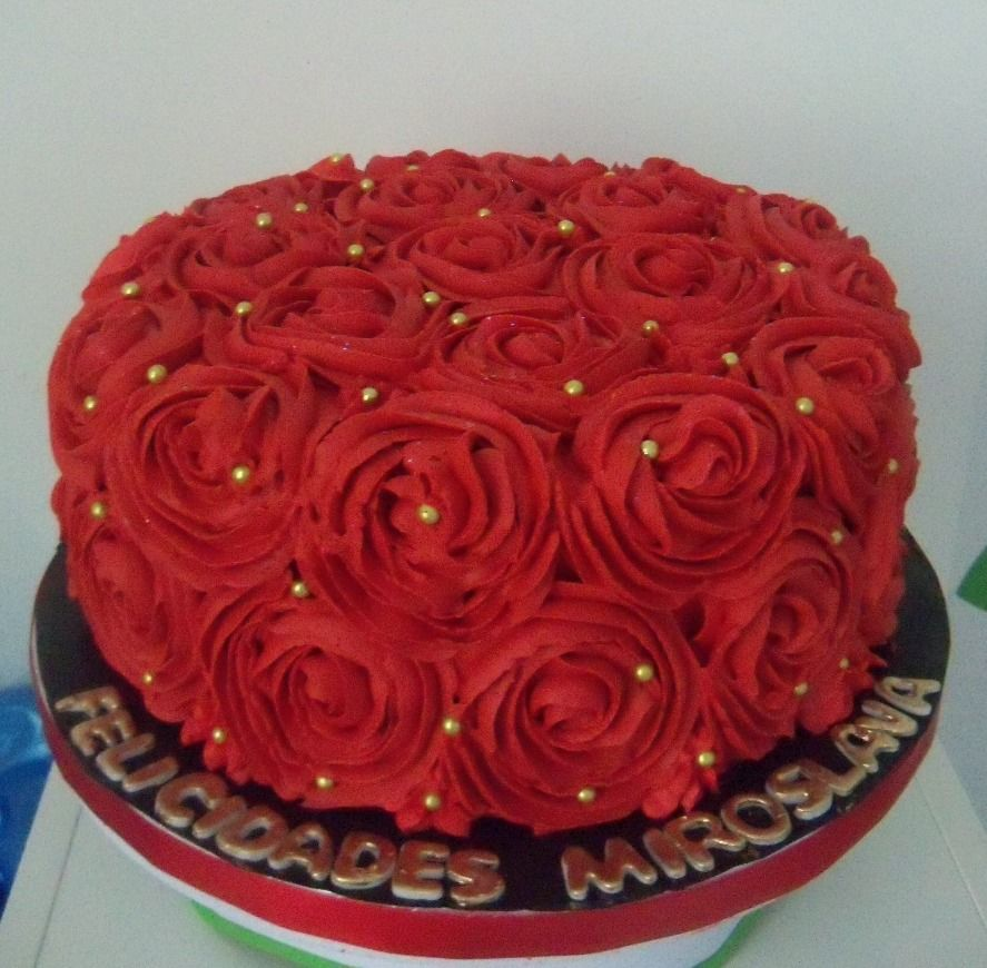 Red Roses Buttercream Cake