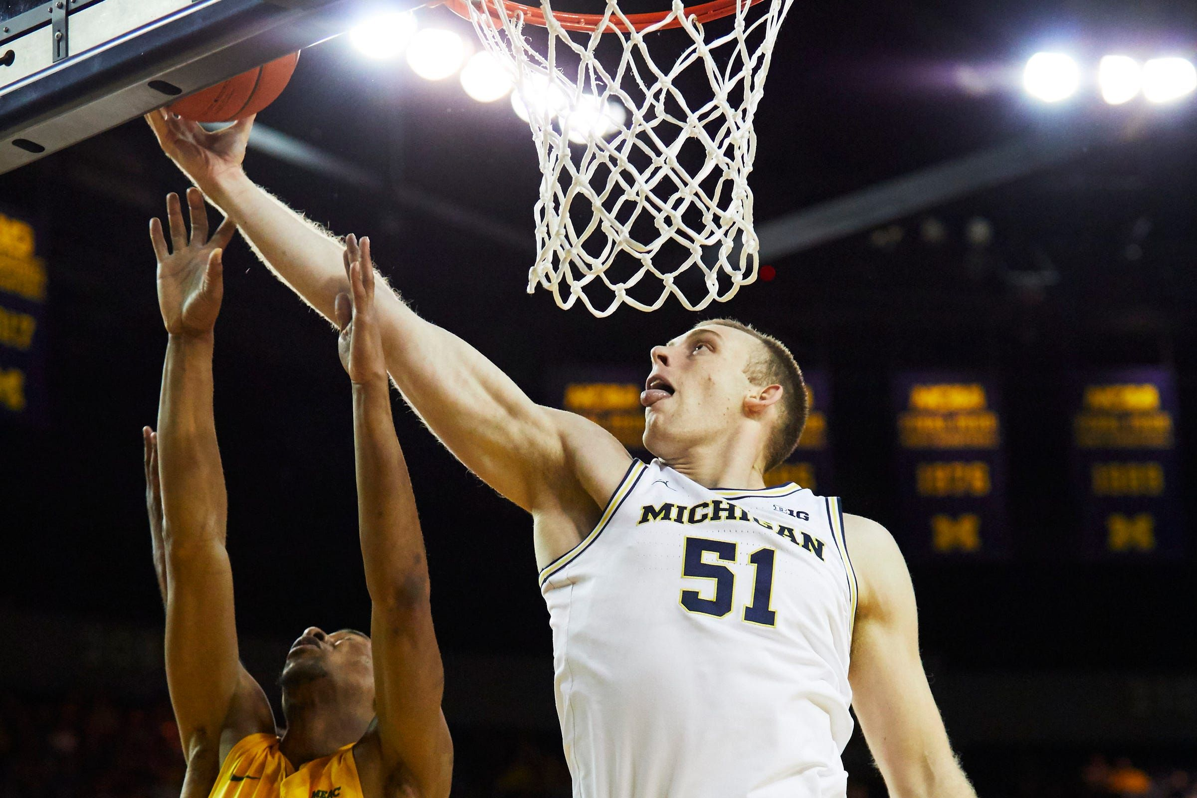 Michigan Basketball S Austin Davis On The Big Difference From