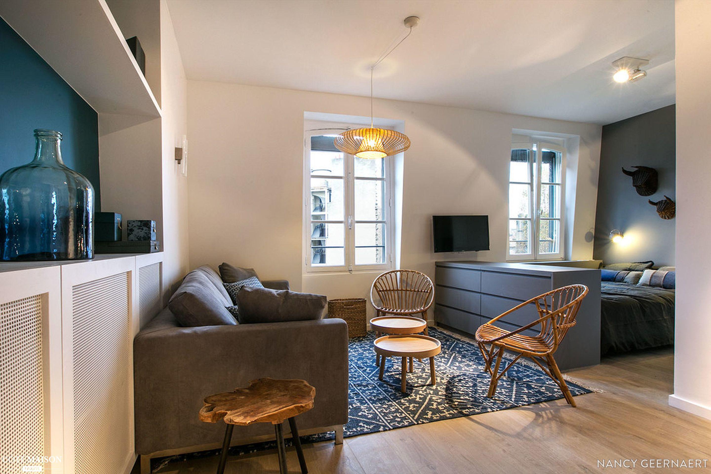Renovation Et Decoration D 039 Un Studio De 30m2 A Neuilly Sur Seine Nancy Geernaert Cote Mais Studio Meuble Deco Petit Appartement Amenagement Appartement