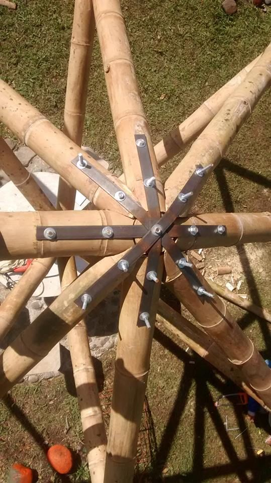 pin von arnaldo maggi auf construccion pinterest bambus geod tische kuppel und lehmhaus. Black Bedroom Furniture Sets. Home Design Ideas