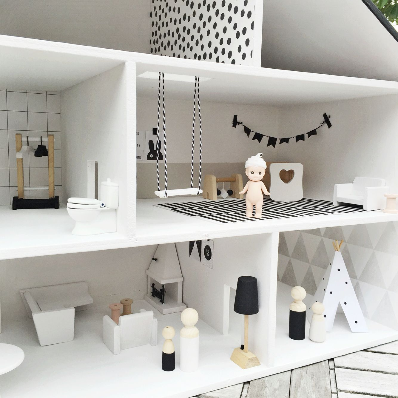 Dollhouse by @rosanvleeuwenn