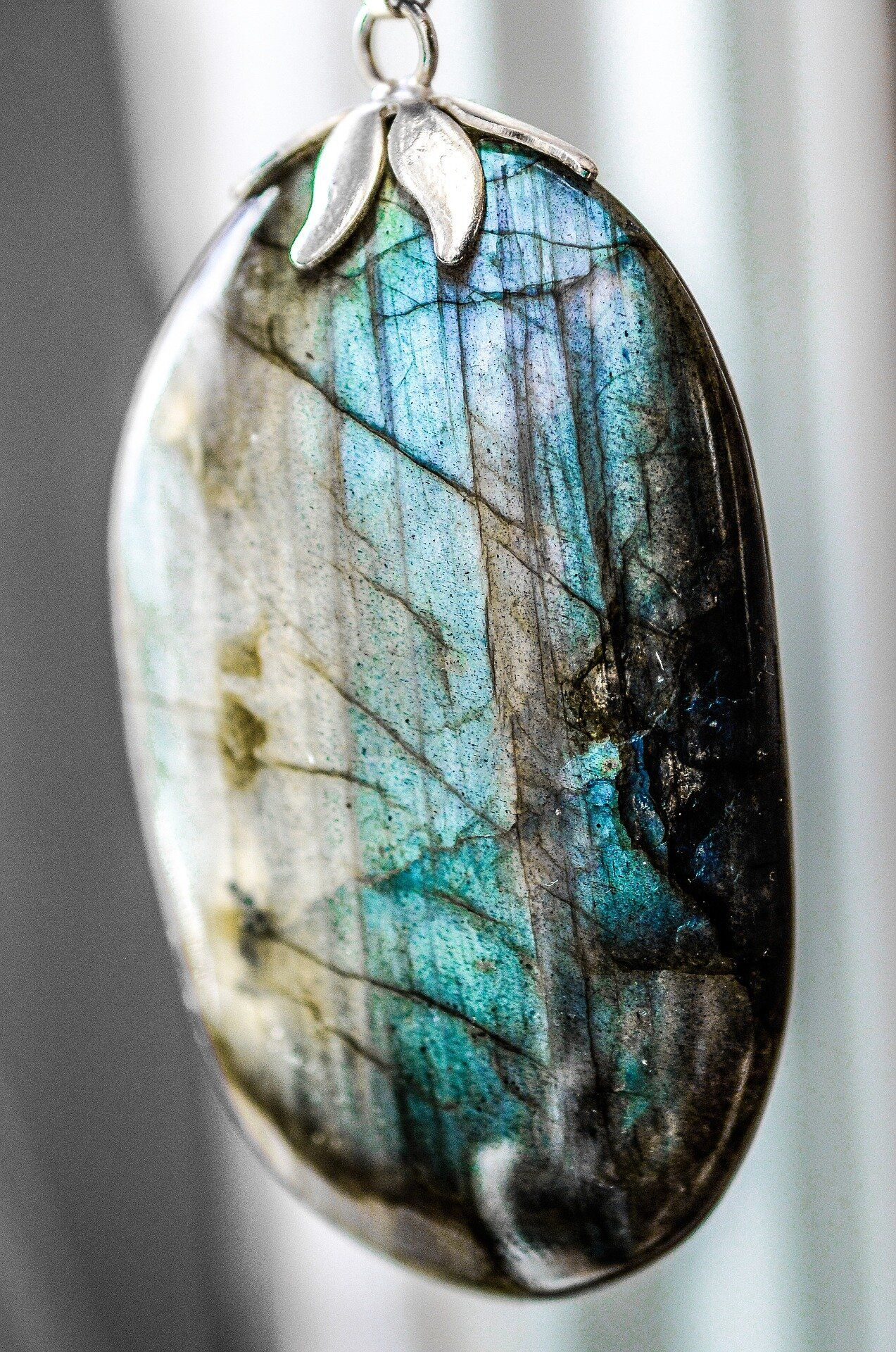 The Meaning Of Labradorite Crystals Gemstones Labradorite