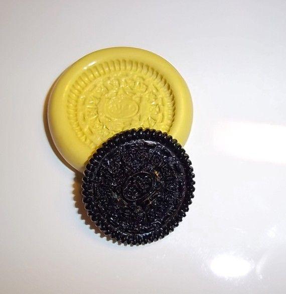 Oreo Cookie Flexible Push Mold Mould For Resin Paper par Tonyarose, $4.50