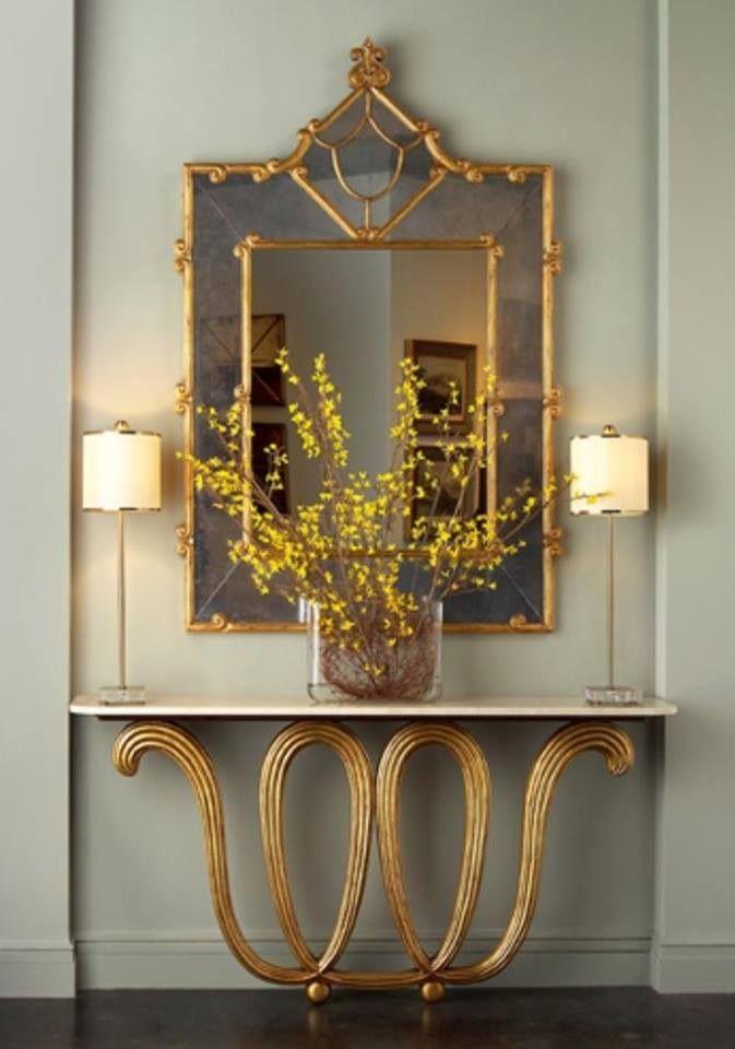 Para un espejo grande dos l mparas de mesa con pantallas for Espejos grandes con marco