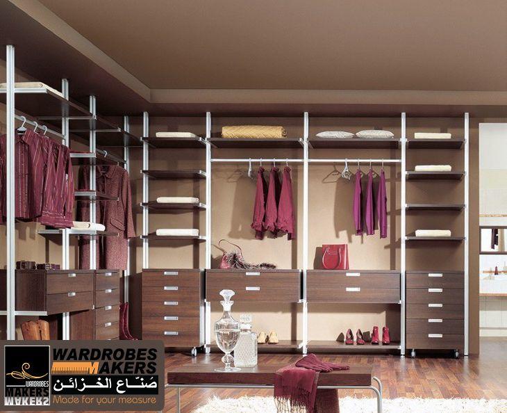 غرف ملابس المونيوم تتميز بمظهرها الانيق والاستايل الحديث كما انها ايضا تناسب ميزانيتك وخلفيتها لون Closet Organizers Closet Designs Shoe Organization Closet