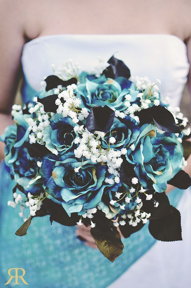 Like This Bouquet Which Is Reminiscent Of Corpse Bride Blue Roses Weddingwedding Ideas