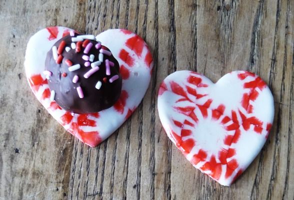 PEPPERMINT TRAYS AND HEART SHAPED CUT OUTS FROM MELTED MINT CANDIES #bonbons