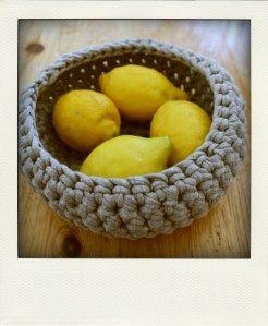 anleitung k rbchen aus textilgarn stricken und h keln crochet knitting und knit crochet. Black Bedroom Furniture Sets. Home Design Ideas