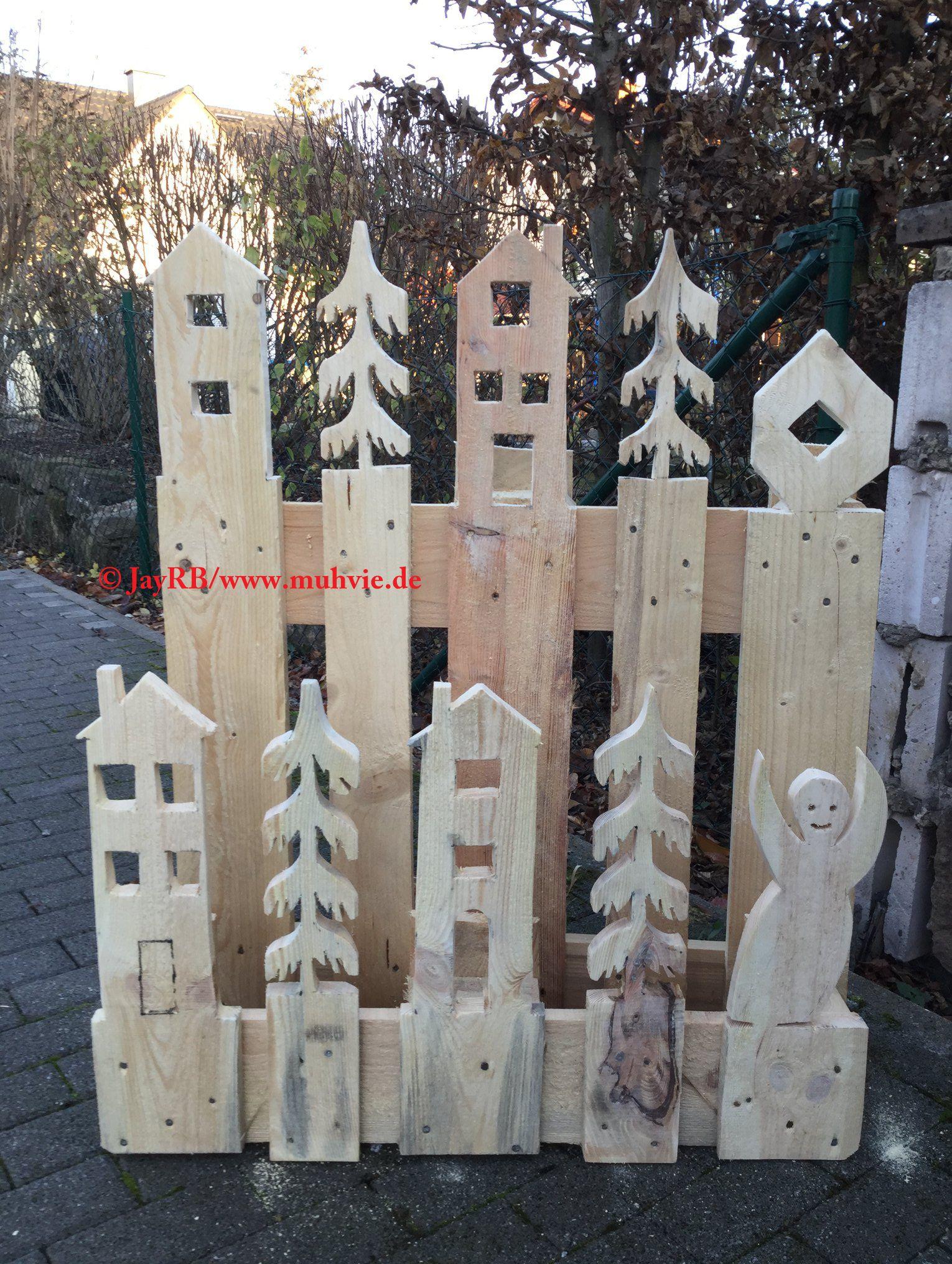 #Paletten #Upcycling mal anders :-) Keine #Möbel, sondern eine #DIY #Deko zu #Weihnachten. Es fehlt nur noch die Lichterkette und etwas Tannengrün. Anleitung im Link. #palettengarten