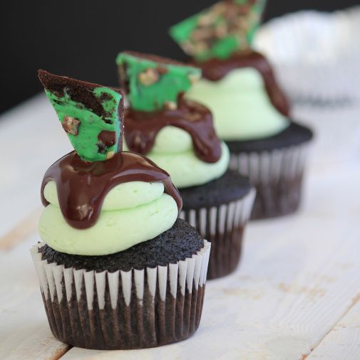 chocolate chip cupcakes with mint buttercream