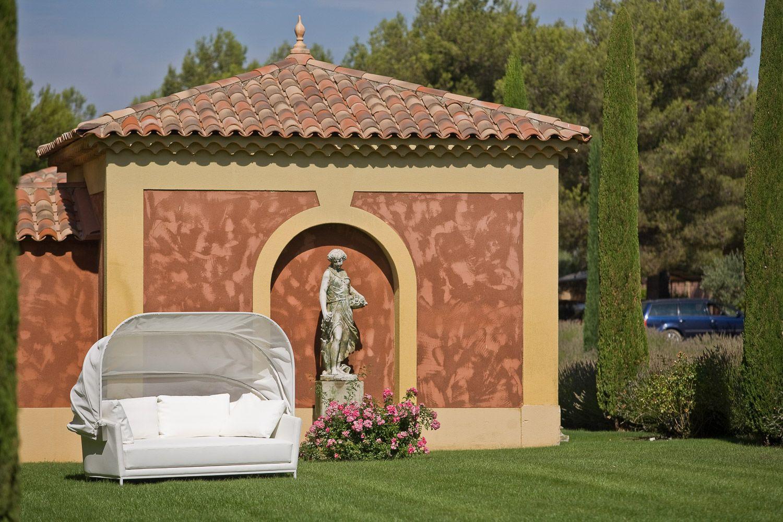 Canape De Jardin En Cuir Sur Mesure Hotel Restaurant Du Castellet