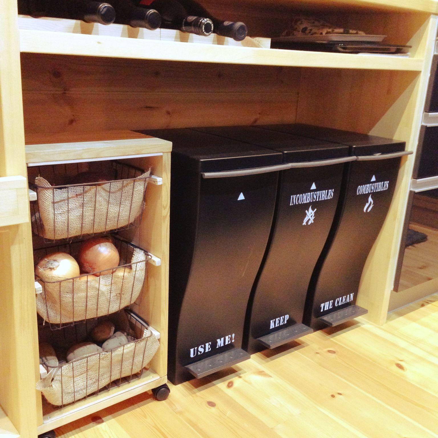 キッチンにスッキリと ゴミ箱の置き方10のコツ Roomclip Mag 暮らしとインテリアのwebマガジン 野菜ストッカー ゴミ箱 キッチン キッチンアイデア