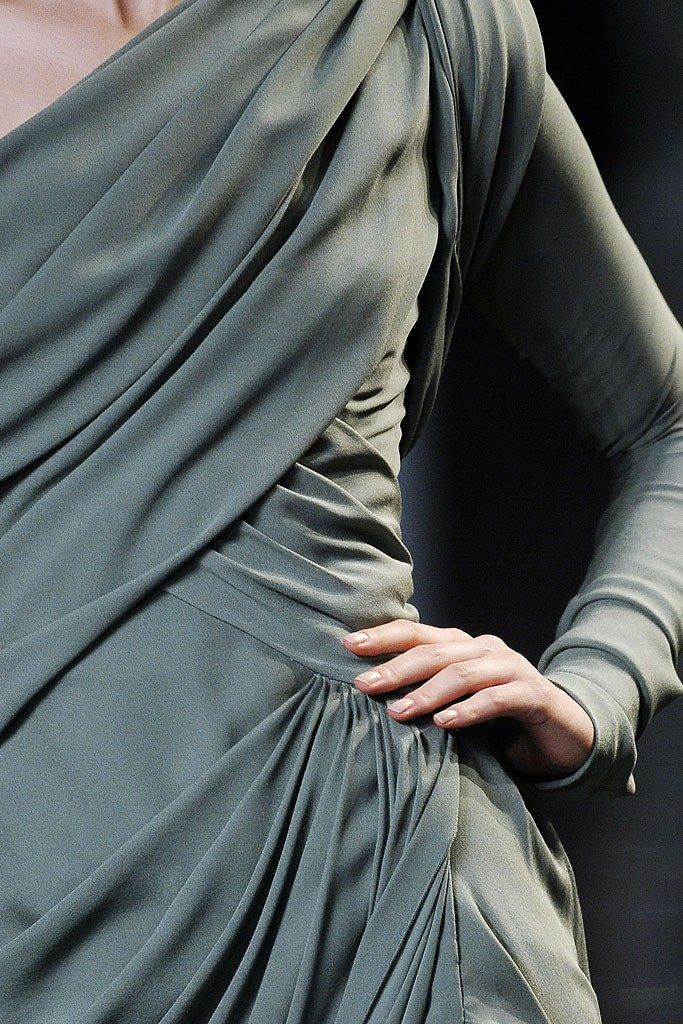 Elie Saab Fall 2010 Couture Fashion Show Details