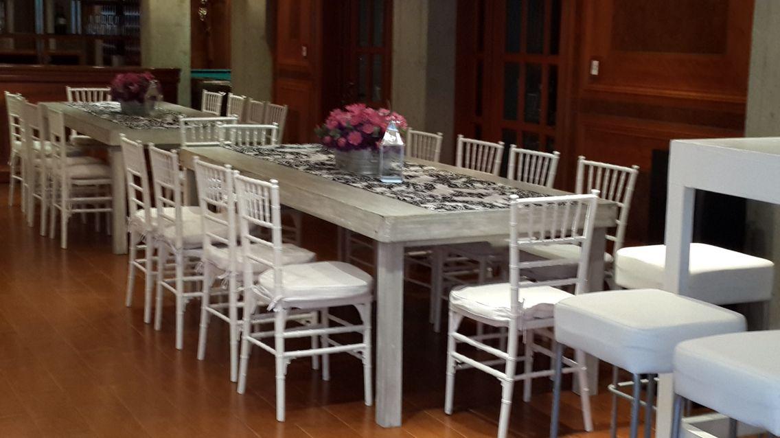 Mesa vintage con silla tiffany alquiler de mobiliario for Sillas empresariales