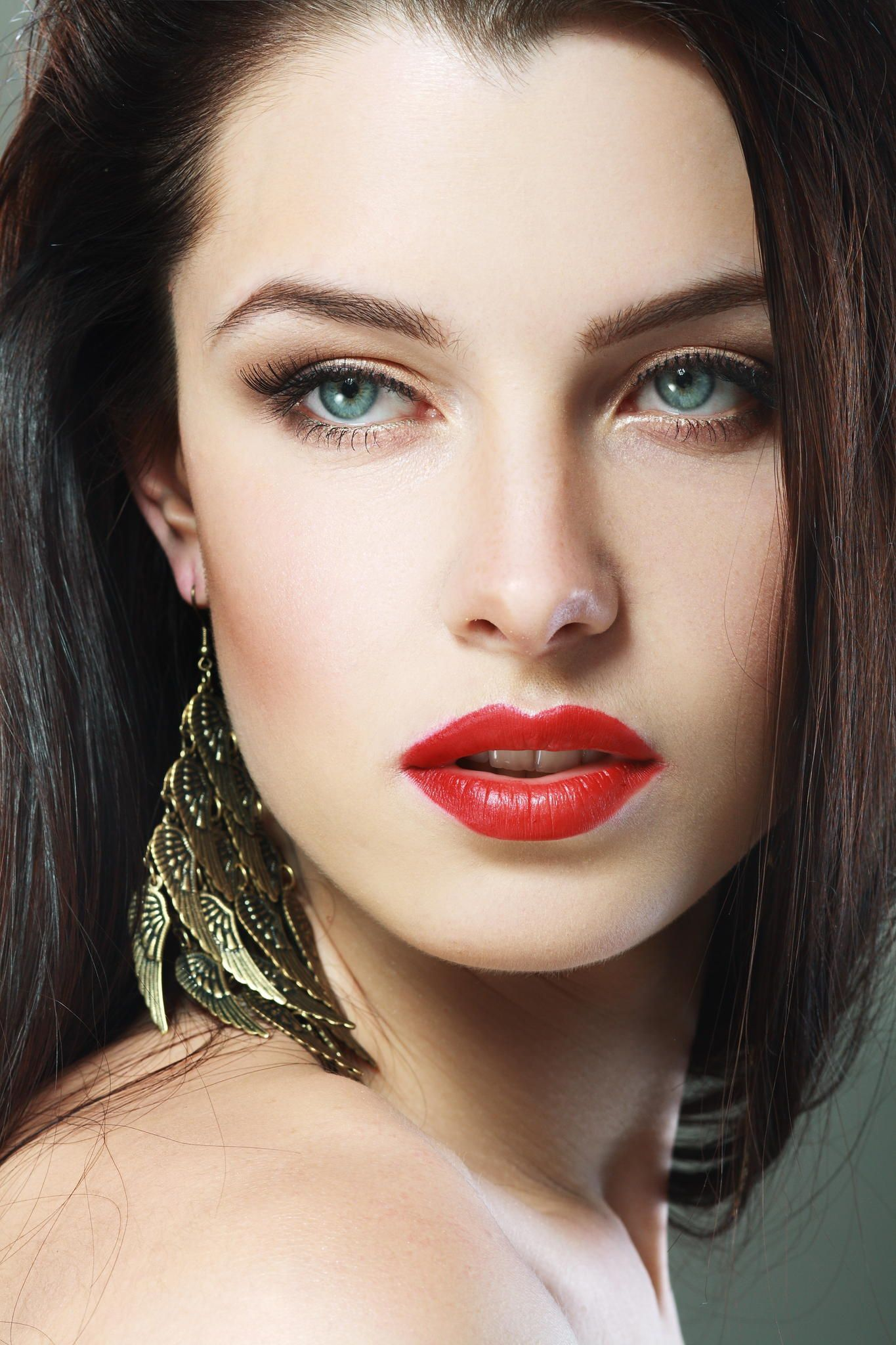 MakeUp Trends Fall/Winter 20102011 Red lipstick makeup